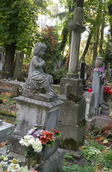 cmentarz-lyczakowski-dziecko.jpg
