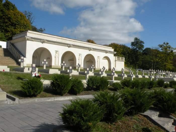 cmentarz-orlat-lwowskich2.jpg