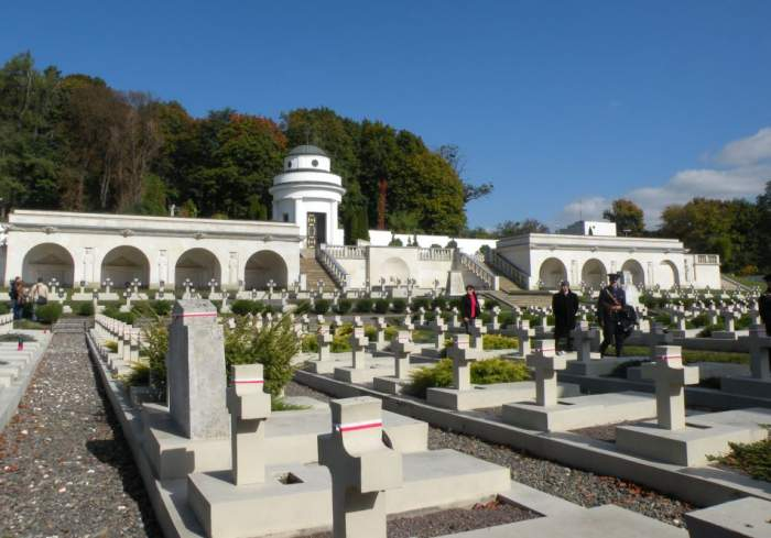 cmentarz-orlat-lwowskich4.jpg
