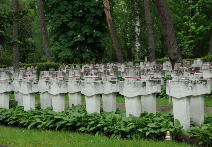 kwatery-zolniezy-cmentarz-wojskowy.jpg