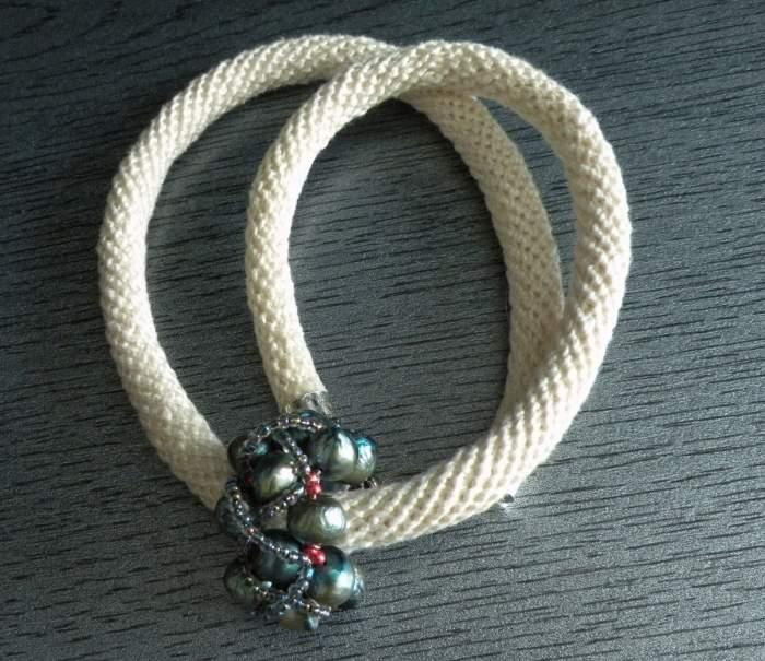 naszyjnik-sznur-szydelkowy.jpg