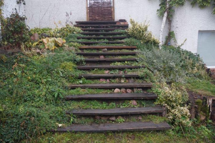 schody-w-ogrodzie-drewniane.jpg